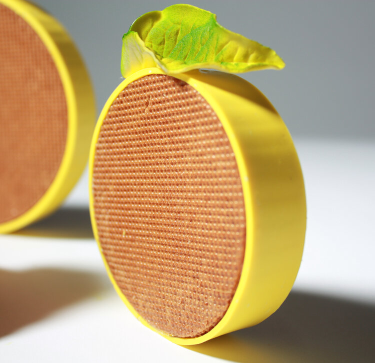 Эклер в форме диска с лимонным курдом