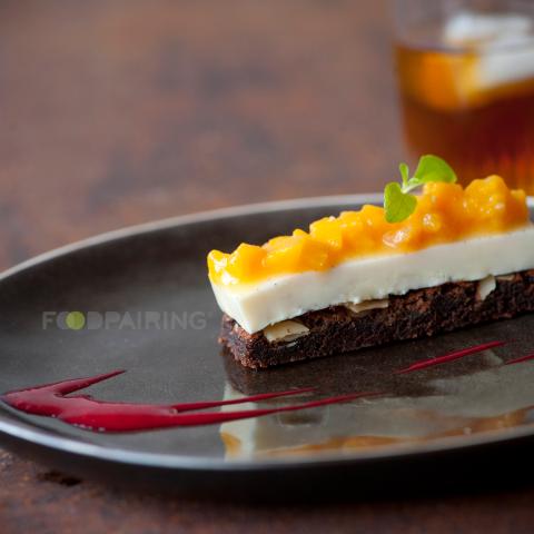Шоколадный брауни с персиковым компотом и эстрагоном